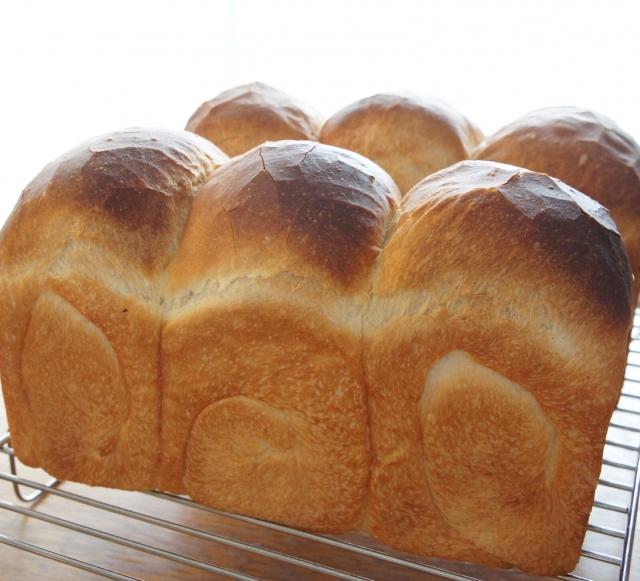 焼き上がりのパン