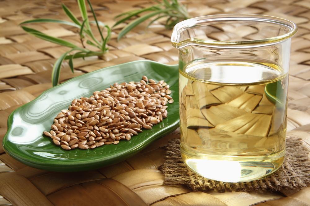 精製された亜麻仁油と種