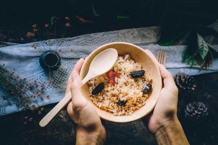 玄米や健康的な穀類を使ったご飯