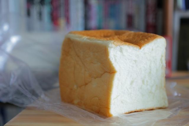 袋に入った食パン