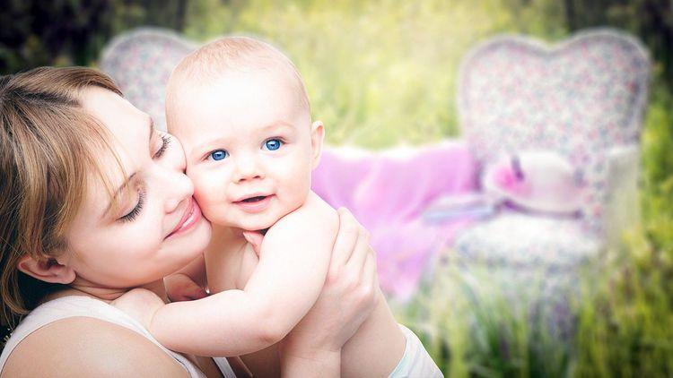 ヴィーガンのママが母乳で子育てする時に気をつけたいこととは?