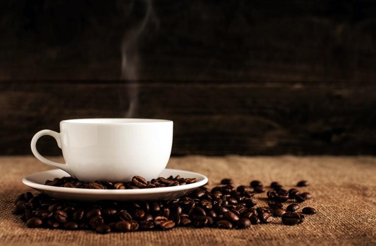 コーヒーカップと焼き豆
