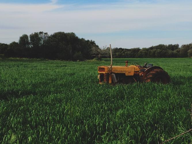黄色い耕運機
