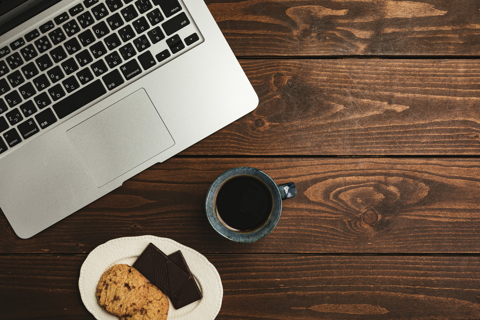パソコンとコーヒーとクッキー