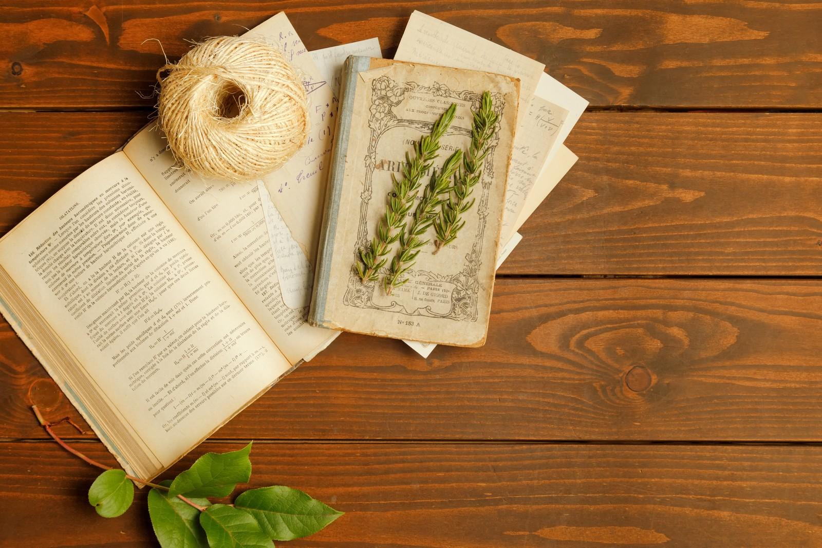 本と草と糸