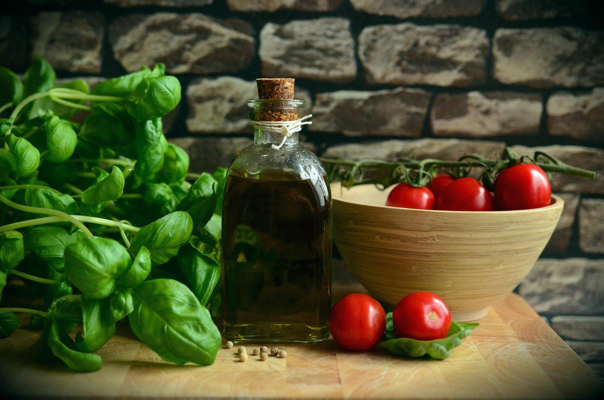 緑の野菜と赤の野菜はオイルをかけましょう