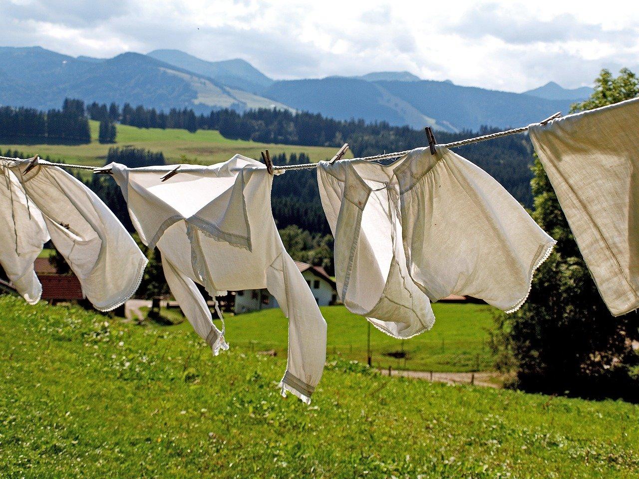 晴天にさらされた洗濯物