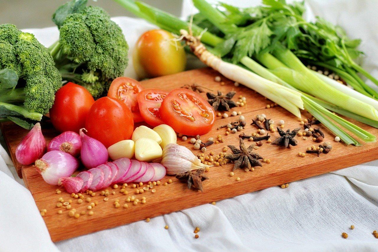 赤に緑に紫の野菜