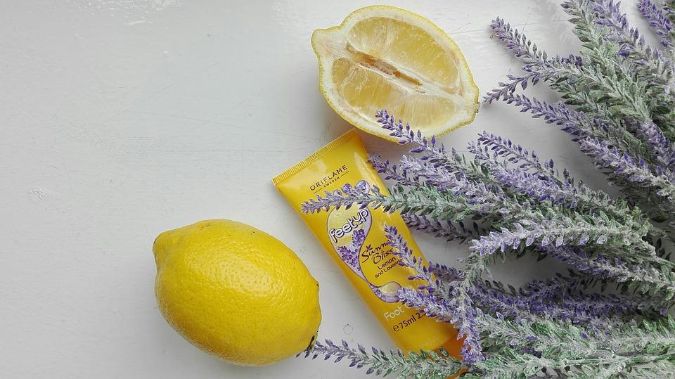ハンドクリームとレモン