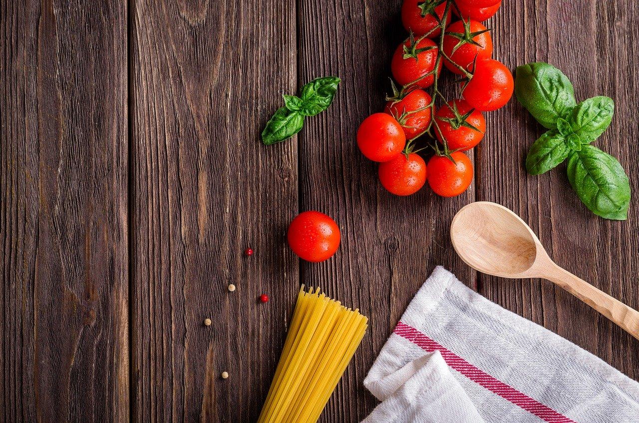 トマトやパスタの材料