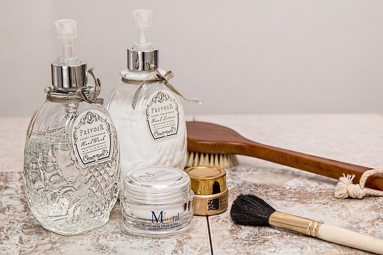 化粧品と道具