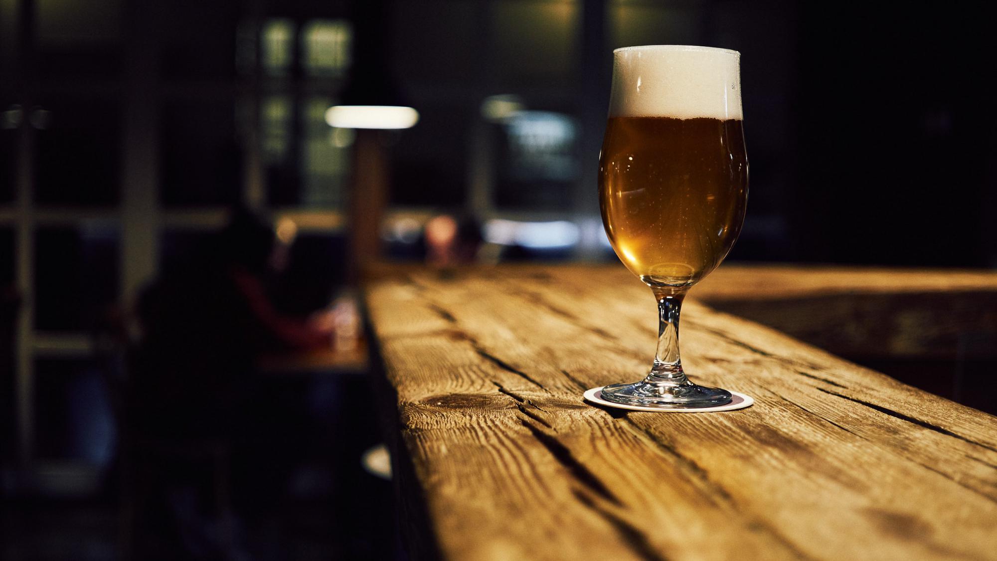 お洒落なカウンターとオーガニックビール