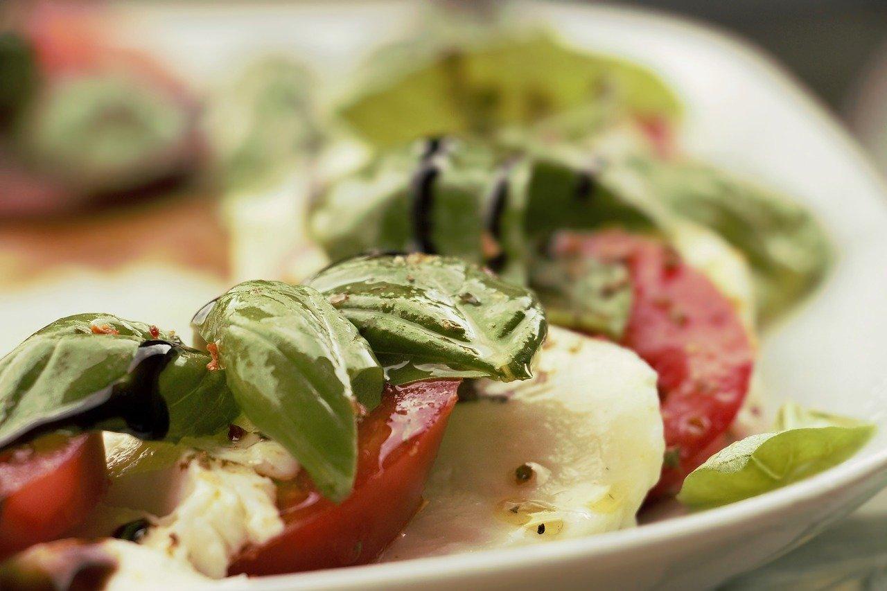 野菜をふんだんに使ったサラダ