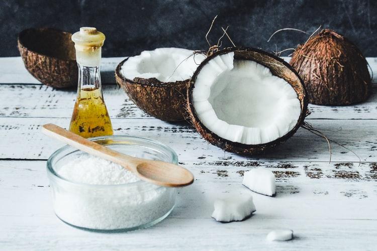 オーガニックのココナッツを使ったオイル
