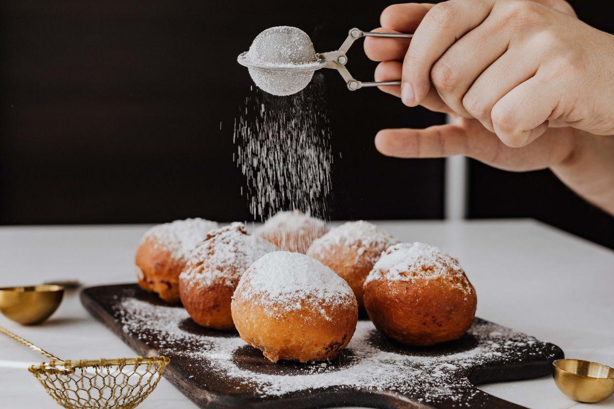 オーガニックの砂糖を振りかけられているスイーツ