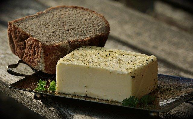 白いオーガニックのバター