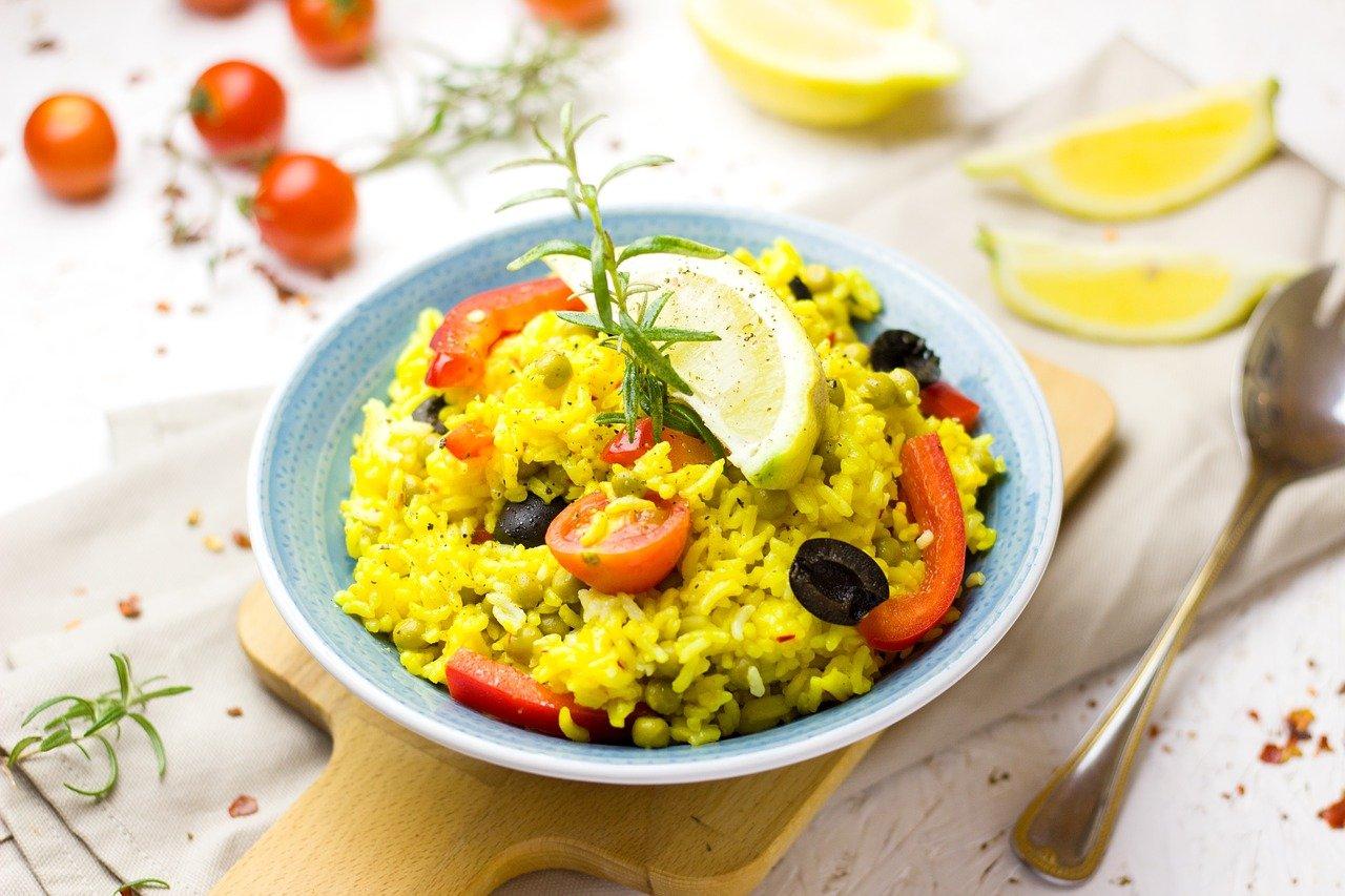 黄色ベースのサラダ