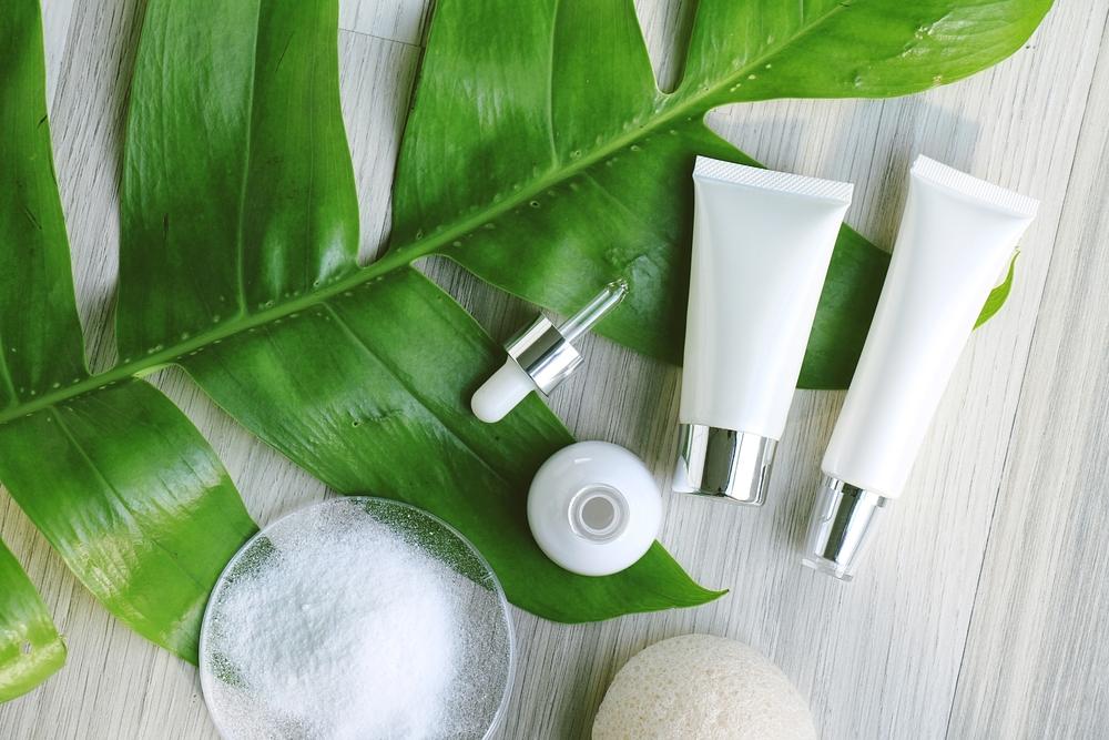 白ベースの基礎化粧品