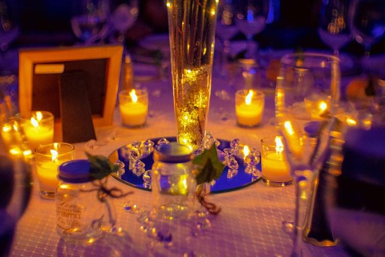 テーブルデコレーションとオーガニック キャンドル