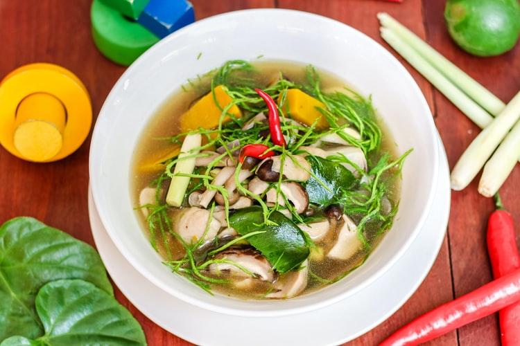 健康的なグリーンスープ