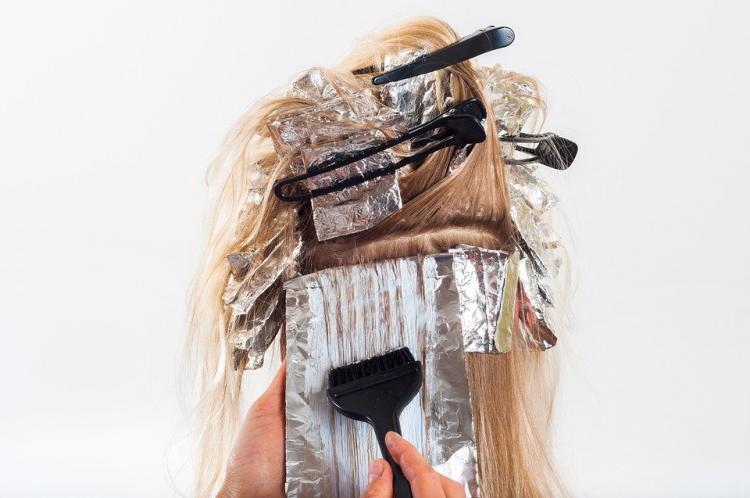 オーガニックのヘアカラーで染めてみよう!コツとアフターケアについても解説