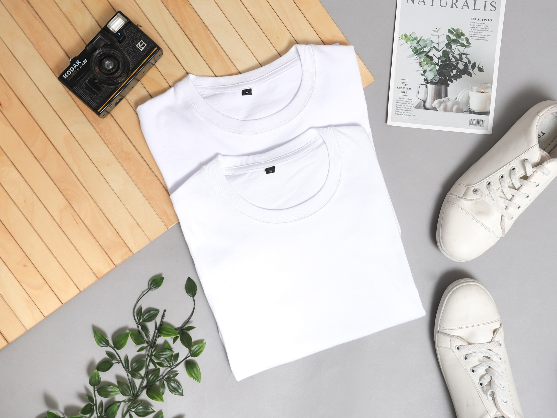 白いシャツと雑貨