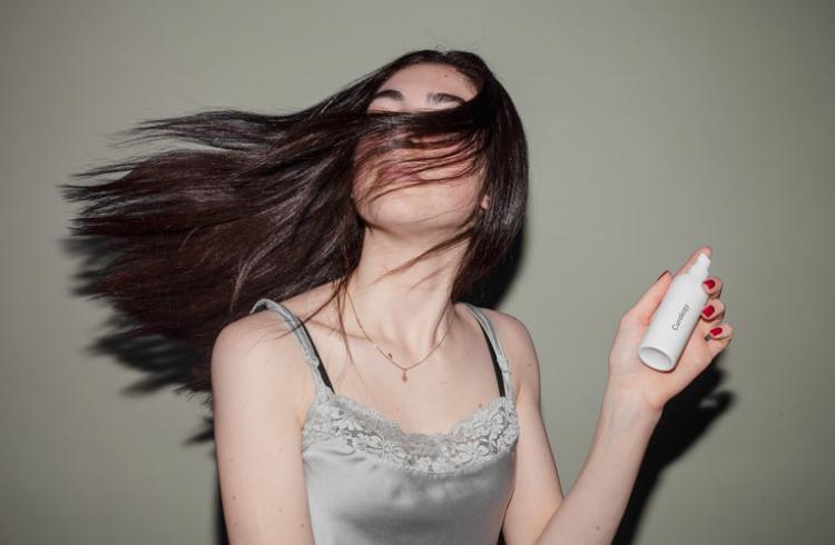 オーガニックヘアウォーターや寝癖直しってどんなもの?美しくケアできるおすすめアイテムを紹介