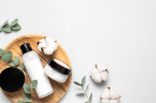綿花と化粧品たち